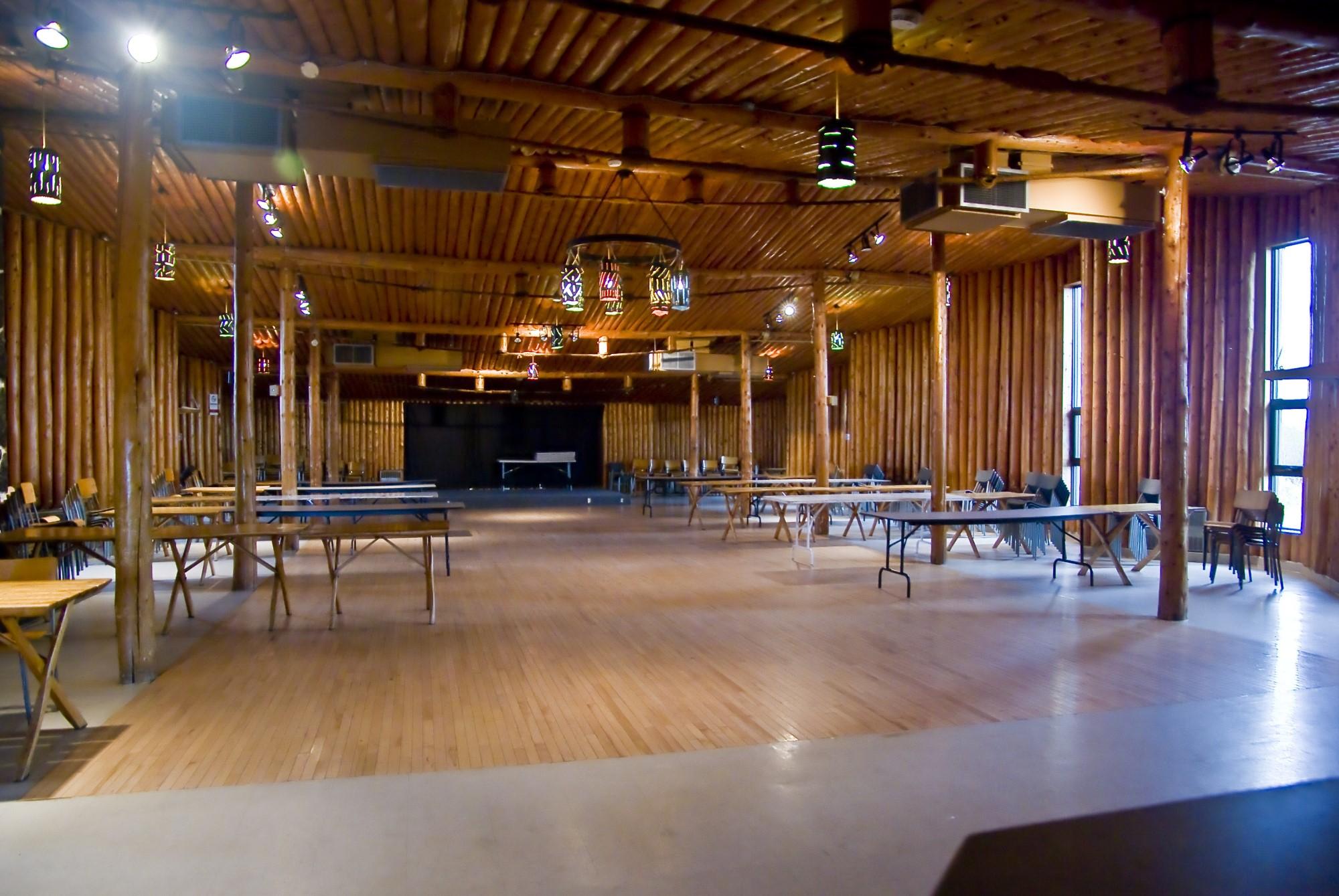 intérieur salle rondin st-nazaire construction bois